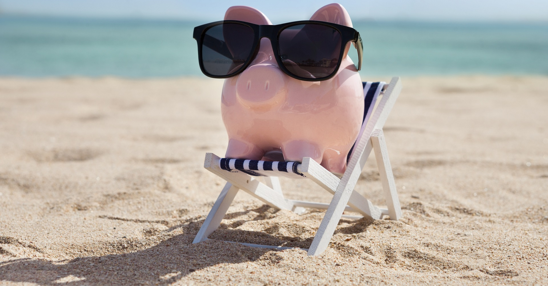 Piggy on the beach with sunglasses