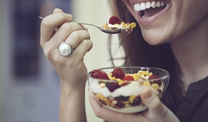 woman eating fruit and yoghurt